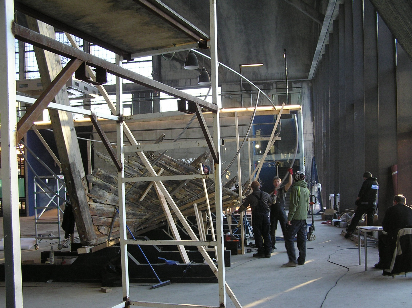ill 3.Placing the wreck on the exposition stand. Seaplane harbour, 2011.