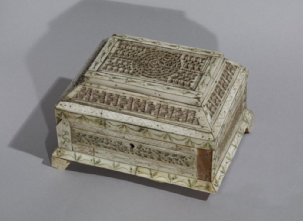 fig 3. Analogous casket to that of the Narva Museum's one. 18th century. Wood, bone. Russia