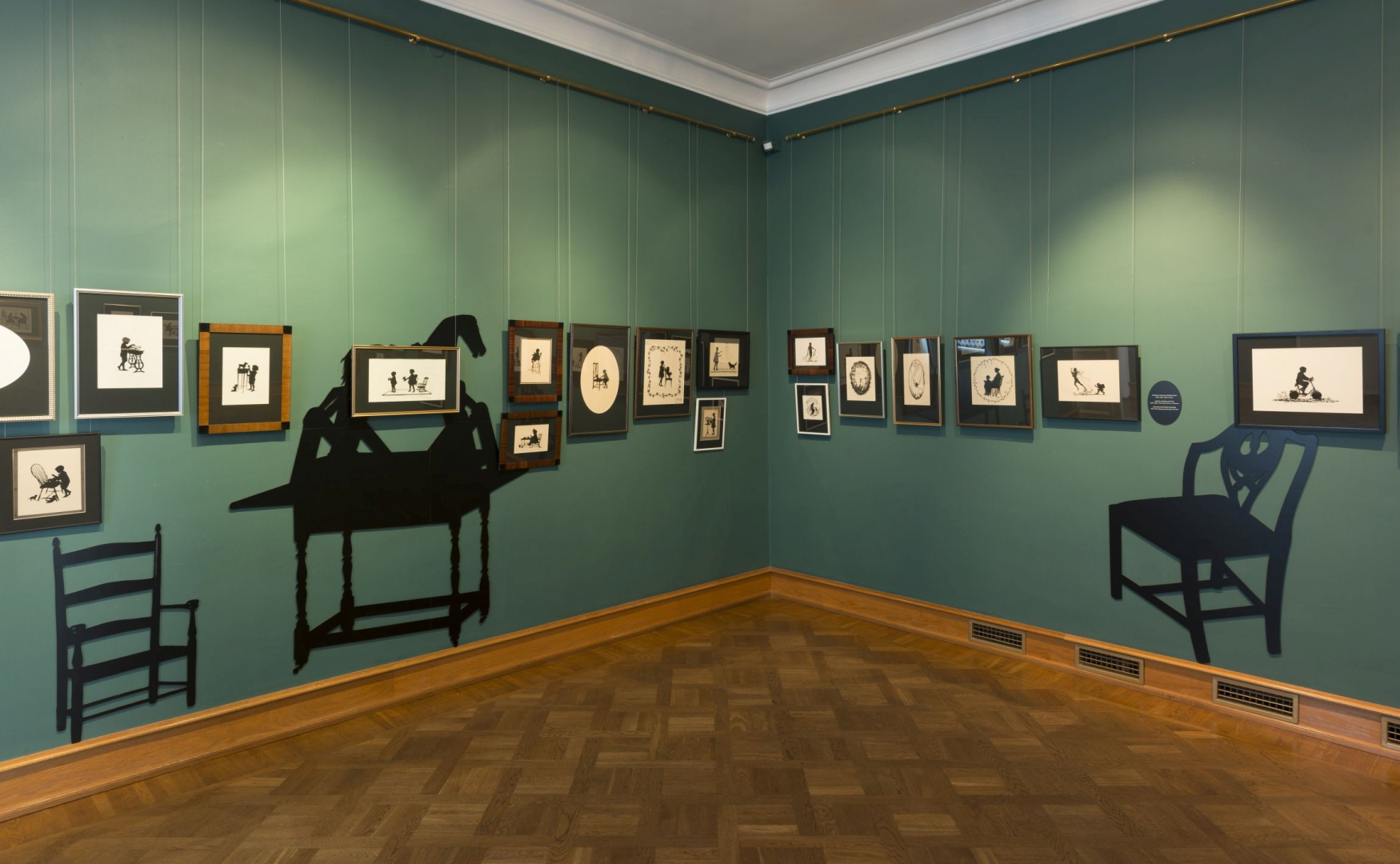 ill 15. View of an exhibition hall  in the Kadriorg Art Museum. Designer of the exhibition Angelika Schneider.