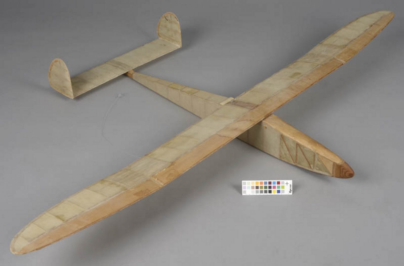 ill 16. Model plane 1 after conservation
