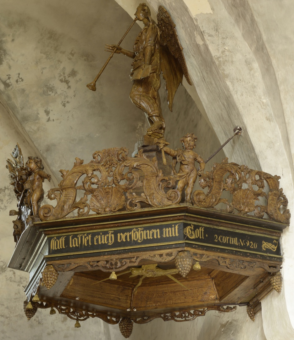 ill 21.The canopy of the pulpit after conservation.