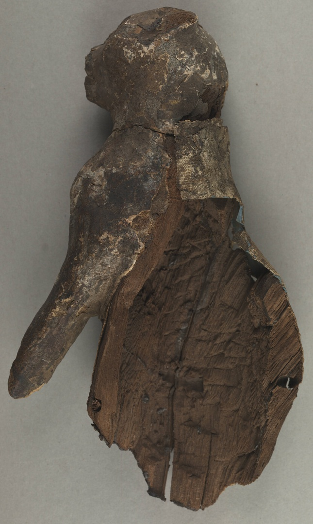 fig 2. Detail. The figure was made of fibrous tropical wood that has become really fragile.