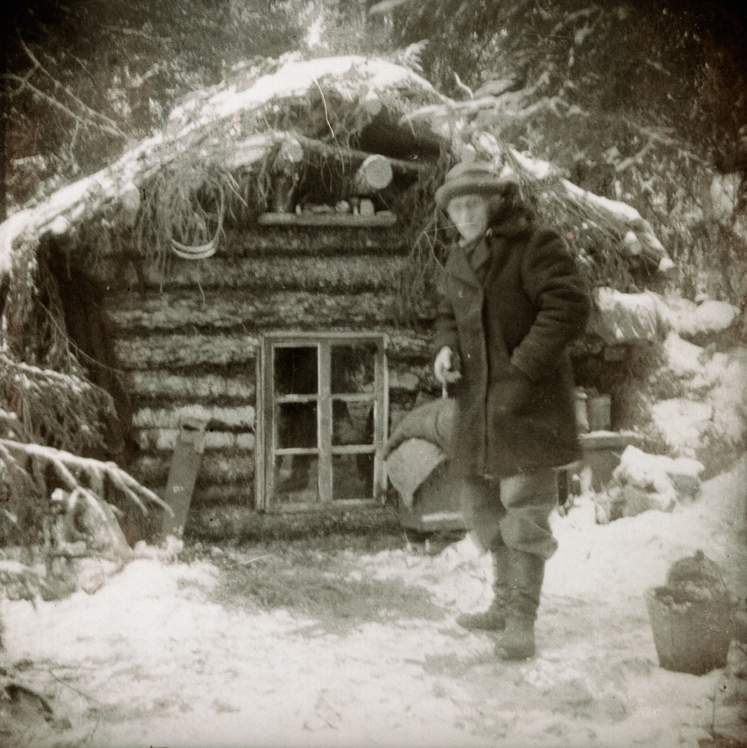 fig 5. Positive copy of the value-based digitised negative (HKMFn_941_5115). Due to the digitisation the valuable information on the negative about the Hiiumaa 'forest brothers' mode of living after the Second World War has become revealed.
