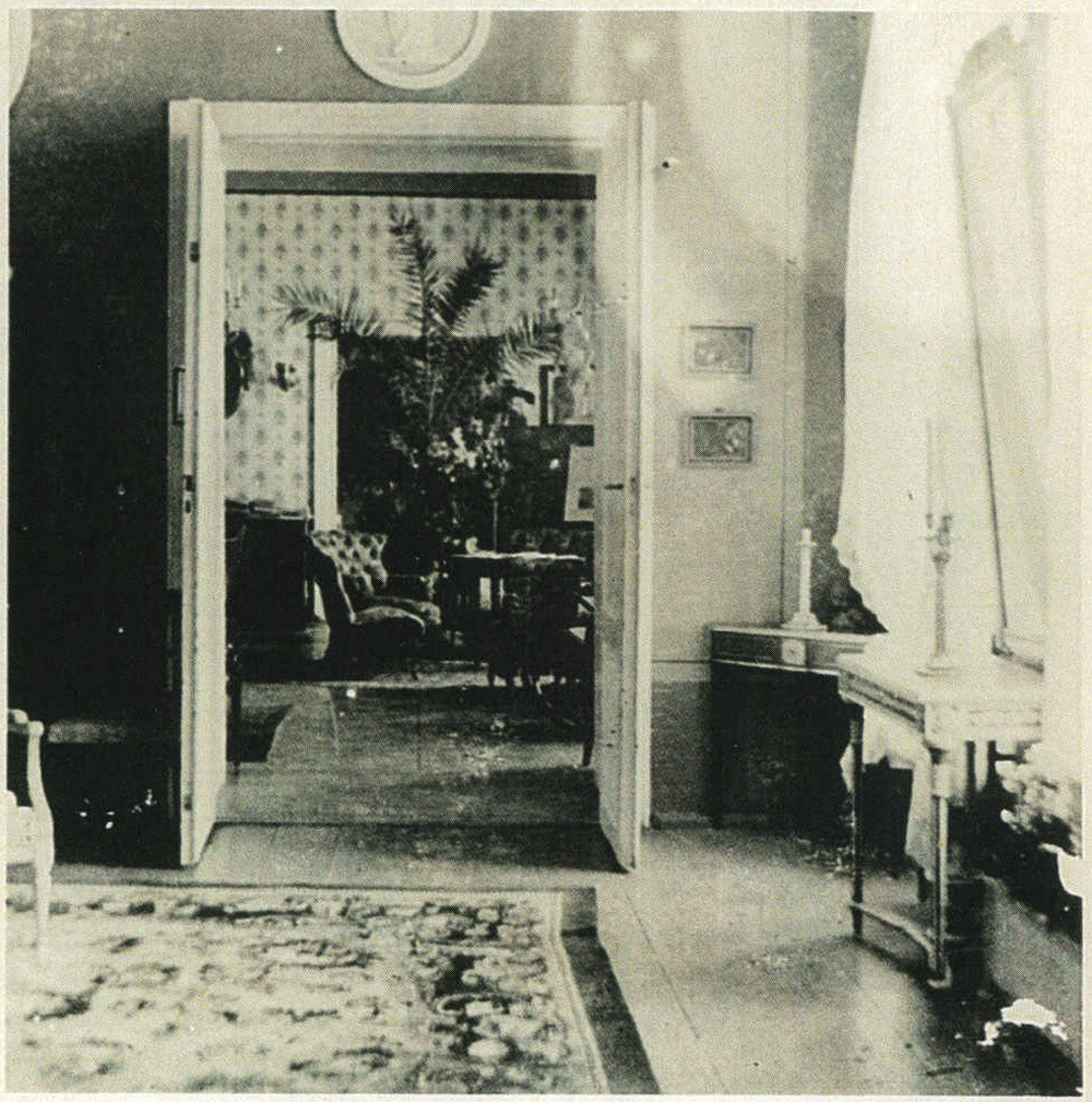 ill 14. View of the hall (with imperial portraits on the walls) from the Blue salon. The hall was also known as music room. The console tables and mirrors were earlier in the dining room. Photo from a private collection.