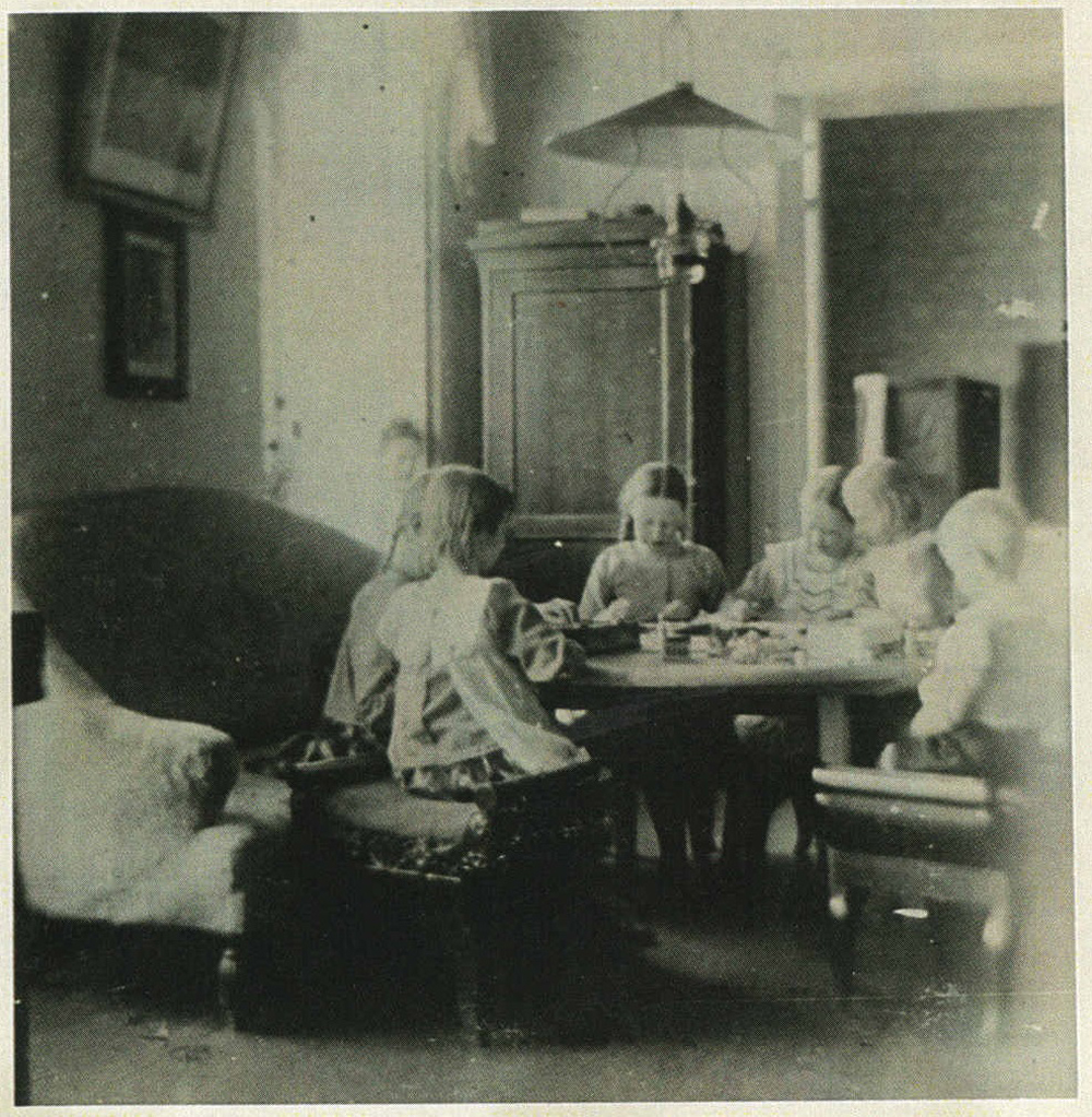 ill 20. Children's playroom about 1910. Photo – private collection.