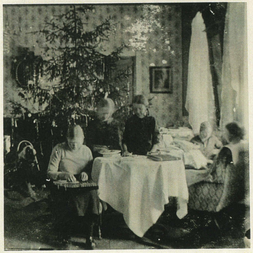 ill 22. The hall. Christmas in 1915. Photo – a private collection.