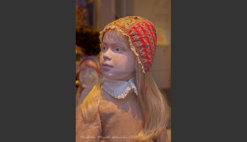 fig 55. A type of a girl's bonnet that was widely spread in Nordic countries and also elsewhere in Europe – rather similar to the Kihnu girl's bonnet. Piret Tiismaa's photo from a display at the Nordiska Museet.