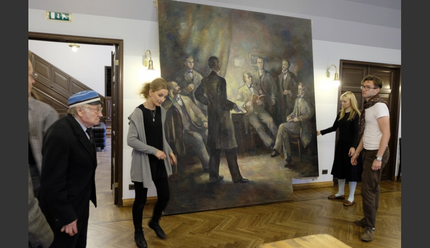fig 13. Setting the restored painting Kalevipoeg Evenings on the supporting frame, witnessed by the public and its presentation in the EÜS hall (summer 2016). Photo: the Estonian Student Society