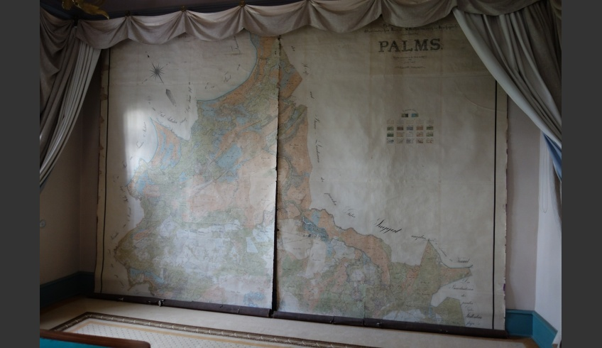 ill 1. The large (380x421.2cm) hand-painted map that had been hanging for fifteen years on the wall of the Palmse squire's study.
