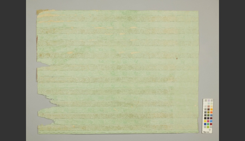 ill 30. Fragment of the green wallpaper. The lowest layer (IV) on the plasterboard