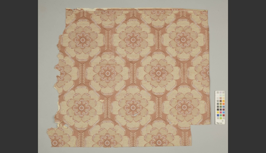 ill 33. The darker pink wallpaper patterned with big blossoms was the upper-most layer (I) on the plasterboard.