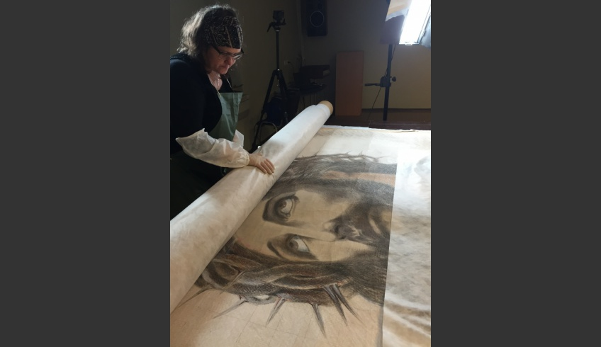 fig 3. Face to face with Christ. Due to the size, dry cleaning was carried out step by step and rolled up again, it was protected by spacing sheets.