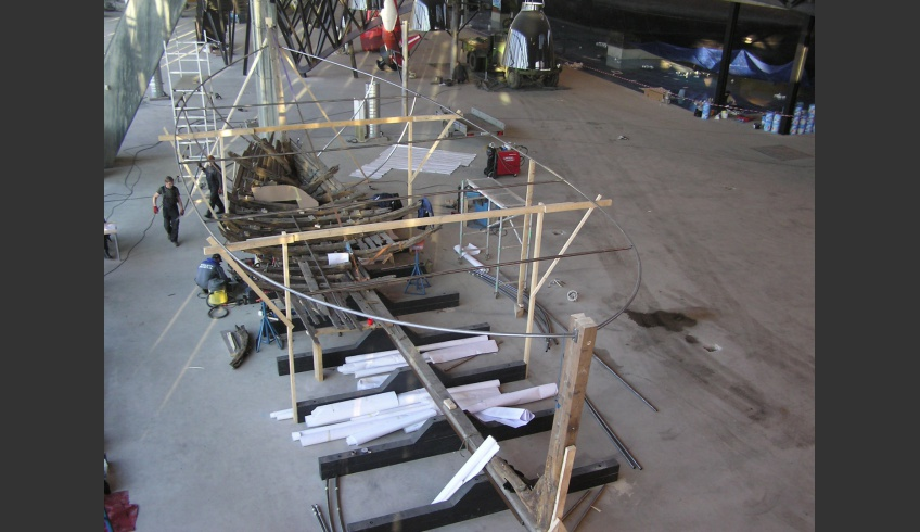 ill 4. Placing the wreck on the exposition stand. Seaplane harbour, 2011.