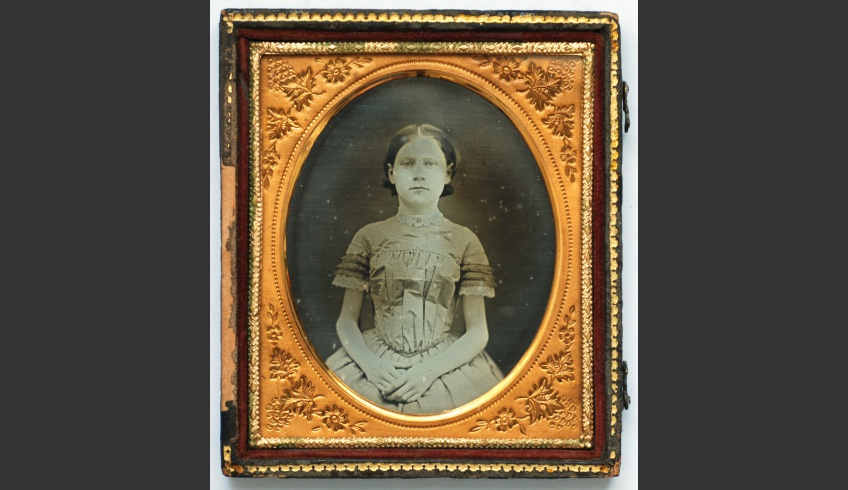 ill 3. Portrait of an unknown maiden. Photographer unknown. A daguerreotype (95x 80 x 10 mm) in an Anglo-American style decorative box. Private collection (Kurmo Konsa)