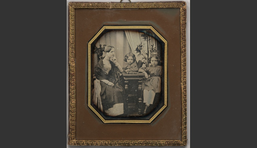 ill 7. Carl Johann von Seidlitz's children about 1844, from the left Marie, Georg Karl Maria and Karl Johann Maria. Photographer unknown. Daguerreotype 133 x 110 mm) in Petersburg-style paper frame. Literary Museum, EKLAA-37:1254