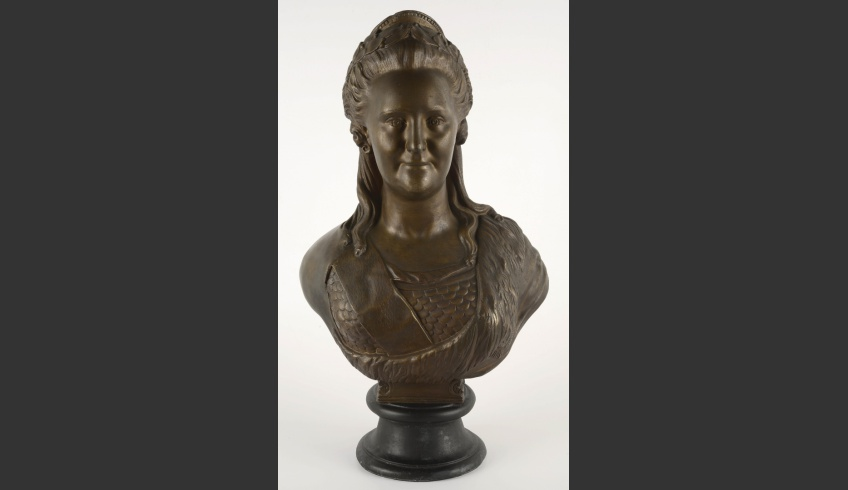 fig 16. Conservation completed. Frontal view of the bust of Catherine II. The remodelled shoulder follows the sculpture's shoulder line.