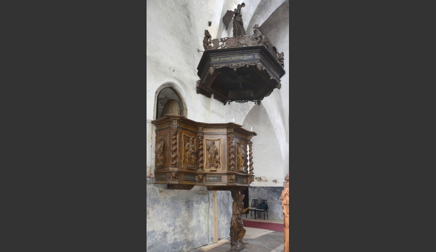 ill 2. The present location of the pulpit in the church.