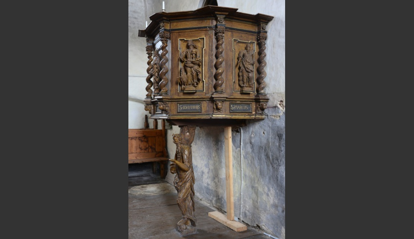 ill 5. The floor and the groundsel of the pulpit had become rotten and the wooden structure needed repairs.