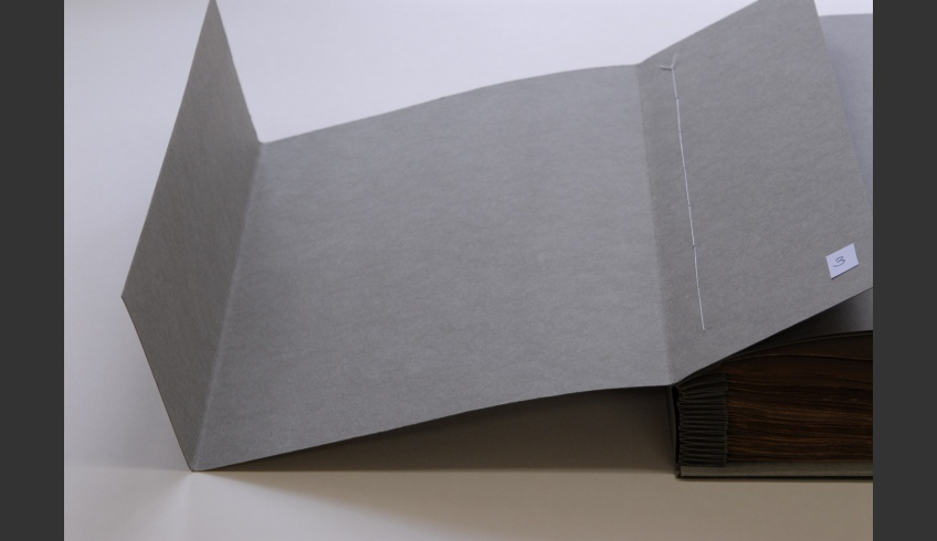 ill 8. The first twin-eared cover, the part folded back in the left and right parts.