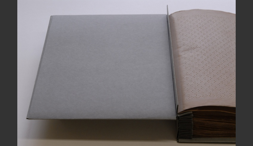 ill 9. The second cardboard cover with the top and bottom fold-back  has been inserted in the openings of the cover.