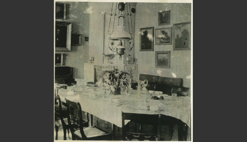 ill 18. The paintings of the dining room have been displayed in the same way as depicted in Anna von         Krüdener's watercolour.  Photo – a private collection.